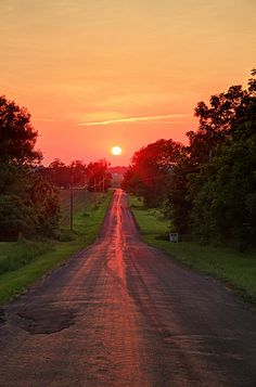 "indiana-country-boy: ""Love a country sunset! Beautiful Roads, Beautiful Sunset, Beautiful Landscapes, Beautiful World, Beautiful Places, Beautiful Pictures, Simply Beautiful, Landscape Photography, Nature Photography"