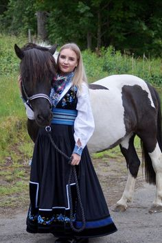Folk Style, Folk Fashion, Riding Helmets, Cow, Hats, Google, Animals, Hat, Animaux