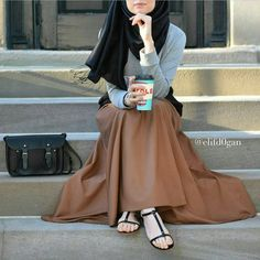 32 Super Ideas for skirt hijab brown Modest Wear, Modest Dresses, Modest Outfits, Casual Outfits, Islamic Fashion, Muslim Fashion, Modest Fashion, Fashion Outfits, Muslim Girls