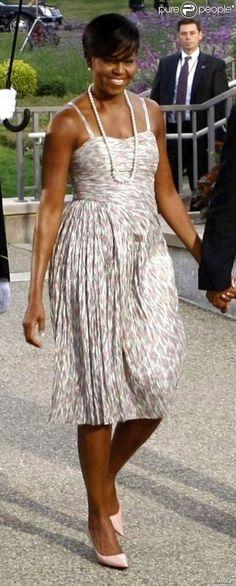 PHOTOS - A primeira-dama Michelle Obama escolheu um vestido fresquinho para o…