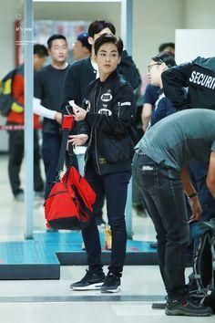 151011 EXO Xiumin | Gimpo Airport to Gimhae (Busan)                                                                                                                                                     Mehr