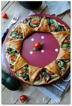 pie sun with summer vegetables Veggie Recipes, My Recipes, Snack Recipes, Canned Blueberries, Vegan Scones, Scones Ingredients, Good Food, Yummy Food, Zucchini