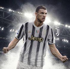 Juventus Soccer, Juventus Stadium, Turin Italy, Professional Football, Travis Scott, Old Women, Jeep, Black And White, Mens Tops