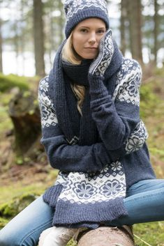 Q-symre tilbehør indigo Rubrics, Knitted Hats, Indigo, Knitwear, Turtle Neck, Knitting, Pattern, Sweaters, Accessories