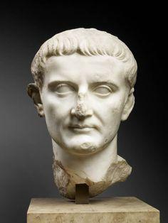 TDO 2 -Portrait de Tibère Empereur de 14 - 37 après J.-C. Vers 13 après J.-C. Philomelium, Phrygie (Turquie) Marbre H= 32cm Paris, mdL.