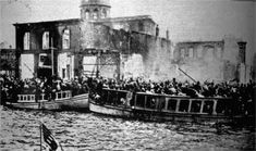The boats leaving the Great Fire of Smyrna in 1922 were overcrowded with Greek refugees. Empire Ottoman, Greek History, Armenian History, Family History, The Great Fire, Greek Music, History Of Photography, Political Issues, In Ancient Times