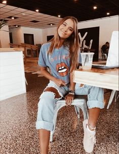 Ideas For Moda Hipster Fall Outfits Schools Mode Outfits, Trendy Outfits, Outfits For Concerts, Laid Back Outfits, School Outfits, Teen Fashion, Fashion Outfits, Womens Fashion, 80s Rock Fashion