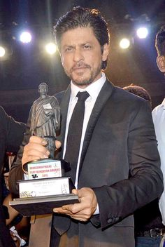 Shah Rukh Khan at the Dadasaheb Phalke Film Foundation Awards 2015. #Bollywood…