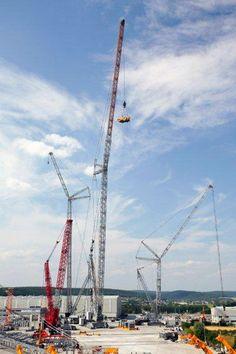 BouwMachines.nl - Nieuws: 's Werelds grootste rupskraan opgebouwd bij Liebherr in Ehingen