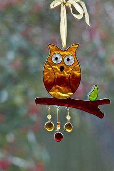 Owl suncatcher cut love the glass blob dangles Stained Glass Ornaments, Stained Glass Birds, Stained Glass Suncatchers, Stained Glass Designs, Stained Glass Panels, Stained Glass Projects, Fused Glass Art, Stained Glass Patterns, Leaded Glass