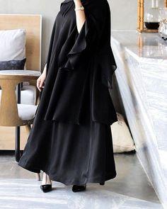 #Repost @tiii600 الكولكشن الجديد يشمل عبي الدوامات والمناسبات .. @ghuyoudh__ #abayas #abaya #abayat #mydubai #dubai #SubhanAbayas Burqa Fashion, Iranian Women Fashion, Muslim Fashion, Hijab Fashion, Modest Fashion, Abaya Designs Dubai, Estilo Abaya, Afghani Clothes, Black Abaya