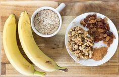 Πανεύκολα μπισκότα βρώμης με μπανάνα! | ediva.gr Banana Oatmeal Cookies, Banana Oats, High Protein Snacks, Healthy Snacks, Best Facial Hair Removal, Oatmeal Breakfast Bars, Banana Breakfast, Banana Recipes, 2 Ingredients