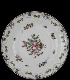 New Hall. Pattern no. 241. Dessert plate, c. 1790-1800. In the collections of the V&A.