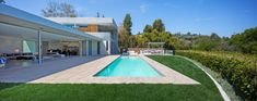 600 Perugia Way Small Backyard Pools, Small Pools, Above Ground Pool Decks, In Ground Pools, Gate Motors, Hollywood Hills, Pool Designs, Bel Air, Modern Architecture