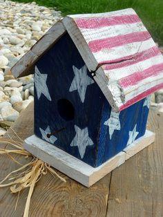 Sweet little Americana birdhouse