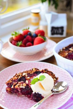 Baked Summer Fruit Oatmeal with Ice Cream and Mint Summer Berries, Summer Fruit, Raspberry Syrup Recipes, Baked Oatmeal, Recipe Box, Waffles, Ice Cream, Mint, Baking