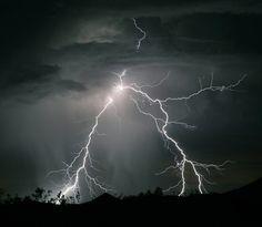 Saat kilat menyambar - Yahoo News Indonesia