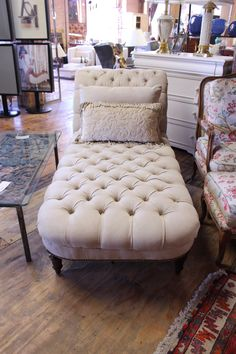 Chaise $800 - Chicago http://furnishly.com/catalog/product/view/id/4736/s/chaise/