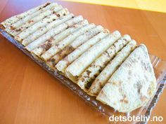 Potetmoslomper (Det søte liv) --- potatoe'lefse' - potatoe-flatbreads used to both sweet and savory dishes in Norway Savoury Dishes, Food To Make, Food And Drink, Cooking Recipes, Diy And Crafts, Sweets, Cheese, Snacks, Baking