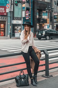 3 Instagram Outfits in Tokyo with UNIQLO — Lion in the Wild Hipster Photography, Wild Lion, Japan Street, Fall Winter, Autumn, Instagram Outfits, Uniqlo, Fall Outfits, Tokyo