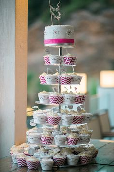 Little wedding cake with cupcake tower in white and pink at in Ibiza wedding at Amante Beach Club www.heikemoellers.com