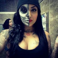 Two face beauty Halloween Skull, Halloween Make Up, Halloween Party, Halloween Face Makeup, Halloween Ideas, Halloween Costumes, Halloween 2014, Adult Halloween, Halloween Projects