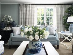 5 Ways to Bring Touches of Australian Interior Design into Your Home Australian Interior Design, American Interior, Australian Homes, Living Room Interior, Living Room Decor, Decor Interior Design, Interior Decorating, Interior Ideas, Hamptons Living Room