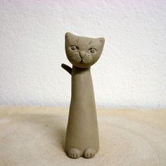 how to make a cat with regular clay - nice tute in Slovenian. No reason not to do a herd of these in Polymer Clay.how to make a cat lots of great step by step photos // animal totems esque project?could make a set, cat, dog, elephant, whatever animal Pottery Animals, Ceramic Animals, Kids Clay, Clay Projects For Kids, Clay Cats, Sculptures Céramiques, Ceramic Sculptures, Polymer Clay Animals, Clay Figurine