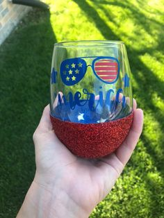 Excited to share this item from my shop: America stemless glitter wine glass Diy Wine Glasses, Stemless Wine Glasses, Glitter Wine Glasses, Tea Glasses, Diy Tumblers, Custom Tumblers, Glitter Tumblers, Glitter Cups, Wine Bottle Holders