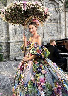Dolce & Gabbana Alta Moda Fashion Show in Como, July # DGLovesComo # dolcegab … – Women and Fashion Floral Fashion, Fashion Dresses, Fashion Design, Fashion Top, Young Fashion, Trendy Fashion, Womens Fashion, High Fashion, Fashion Trends