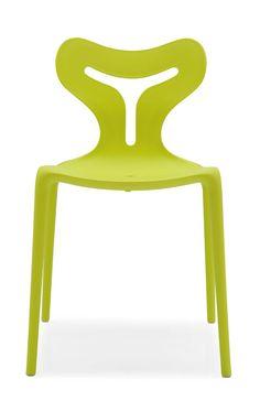 grüner Stuhl Area51 | Sein schickes Design schafft eine positive Grundstimmung in deinen eigenen vier Wänden oder auch in deinem Garten, die zum Verweilen und Genießen einlädt. #PantoneFarbe #des #Jahres #2017 #greenery #MoebelLETZ