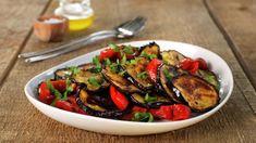 Auberginesalat | Oppskrift - MatPrat Kung Pao Chicken, Ratatouille, Quinoa, Cookies, Ethnic Recipes, Food, Fine Dining, Alternative, Crack Crackers