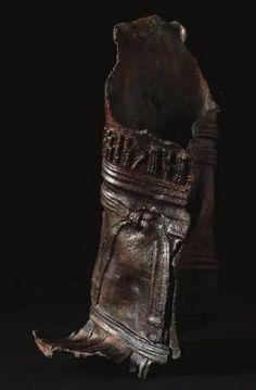 Fragment of a statue of a man Baynun, Yemen 1st century CE Bronze Sabaean inscription Deposit: Baynun Museum, BynM 234