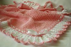 Crochet Baby Girl Blanket / Afghan White Pink por HandmadeByHallien