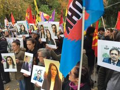 Plusieurs centaines de manifestants se sont rassemblés cet après-midi devant le Conseil de l'Europe à Strasbourg pour dénoncer l'indifférence de l'Europe face à l'arrestation de 11 députés du HDP en Turquie, nouveau pas vers la dictature. - Photo Jean-Jacques Régibier
