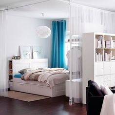 Effective space dividing bookshelf/ wardrobe