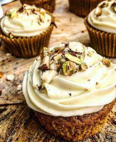 Broccoli and coconut cake - Clean Eating Snacks Gourmet Recipes, Cake Recipes, Rhubarb Cake, Carrot Cake Cupcakes, Food Crush, Rhubarb Recipes, Salty Cake, Recipes From Heaven, No Bake Cake
