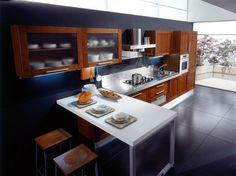 Cucina moderna in legno scuro - Una composizione con penisola e angolo snack