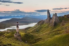 So, you decide to visit mythical Isle of Skye - Nice. I have some great tips and awesome things to do in Isle of Skye for you. How much money do you will Inverness, London Flug, Streams In The Desert, Road Trip Europe, Travel Europe, Travel Destinations, Parc National, Scottish Highlands, Scottish Gaelic