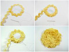 ric rac flower, would make a cute flower barrett! Handmade Flowers, Diy Flowers, Handmade Crafts, Fabric Flowers, Paper Flowers, Organza Flowers, Ribbon Crafts, Flower Crafts, Fabric Crafts