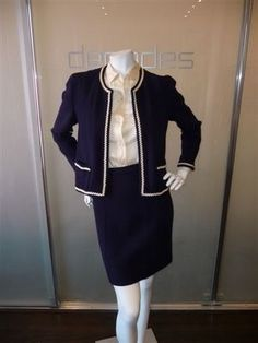 Chanel Suit late 1970 early 1980 - Chanel Cardigan - Ideas of Chanel Cardigan - Chanel Suit late 1970 early 1980 60 Fashion, Chanel Fashion, Vintage Fashion, Chanel Tweed Jacket, Chanel Style Jacket, Preppy Mode, Preppy Style, Chanel Couture, Vintage Outfits