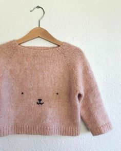 Baby Knitting Patterns 585 Likes, 14 Comments – Mette. I knit. (Pat Lefkovith) on I… Knitting For Kids, Baby Knitting Patterns, Embroidery Patterns, Baby Patterns, Hand Embroidery, Pull Bebe, Baby Sweaters, Baby Outfits, Kids Fashion