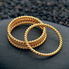 Copper jewelry has been around since the dawn of civilization. Discover the many health benefits of wearing copper jewelry for yourself. Plain Gold Bangles, Gold Bangles Design, Gold Earrings Designs, Gold Jewellery Design, Handmade Jewellery, Personalised Jewellery, Gold Designs, Bridal Jewellery, Silver Jewellery