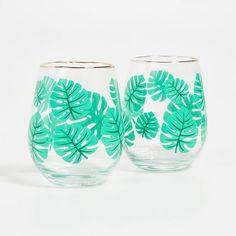 De quoi ajouter une note rafraîchissante à votre cocktail ☀😎 !  Imaginez-vous dans la jungle, entouré d'arbres tropicaux 🍃🌴. Il fait chaud.  L'air est humide mais votre gorge, sèche.  Vous avez soif rien que d'y penser, n'est-ce pas 💦? #jailagorgequigratte #verresacocktails #cocktails #cadeau #monteverde Buddha Bowl, Wine Glass, Food And Drink, Baby Shower, Tableware, Blog, Air, Barbecue, Smoothie