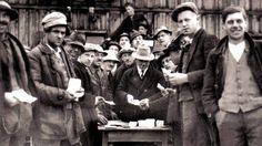 Das Wunder von Wörgl  Wie bekommt man das Geld zum Zirkulieren und in hoffnungsloser Rezession die Wirtschaft in Schwung? Ein österreichischer Bürgermeister wagte 1932 ein erstaunliches Experiment