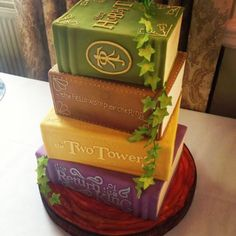 The Hobbit series books cake - by Bake My Cake - Cake Wrecks - Home - Sunday Sweets for Book Lovers Game Of Thrones Torte, Creative Cakes, Creative Food, Beautiful Cakes, Amazing Cakes, Gateau Harry Potter, Bake My Cake, Cupcakes Decorados, Ring Cake