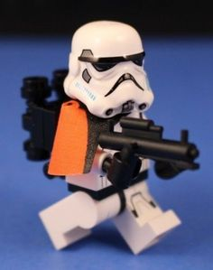 LEGO-STAR-WARS-REBELS-STORMTROOPER-Orange-Pauldron-Officer-Custom-Blaster