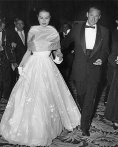 Oscars: Grace Kelly en 1956 - Oscars: les tenues marquantes sur le tapis rouge depuis 1953