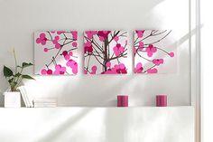 白を基調としたお部屋に明るいピンクの差し色が効いてますね。