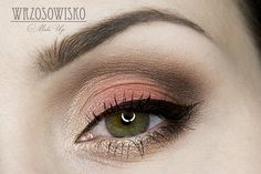 Makeup Geek Eyeshadows in Homecoming, Mango Tango, Mocha, and Taupe Notch + Makeup Geek Gel Liner in Mobster + Makeup Geek Pigment in Sweet Dreams. Look by: Gabka